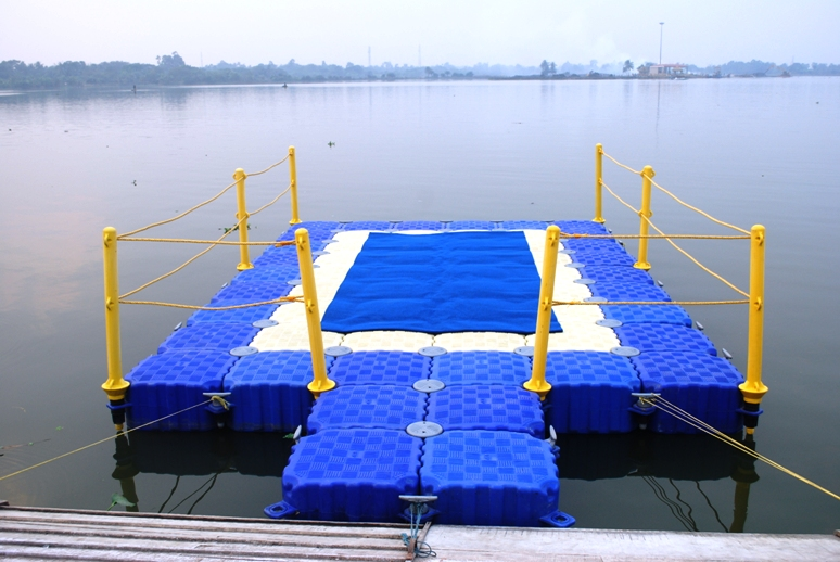 Self-Propelled Pontoon at New Town, Eco Park, Rajar hat, Kolkata