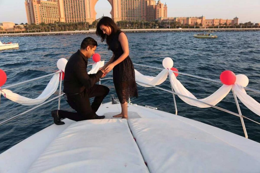 Proposal on a Yacht in Mumbai at Gateway Of India